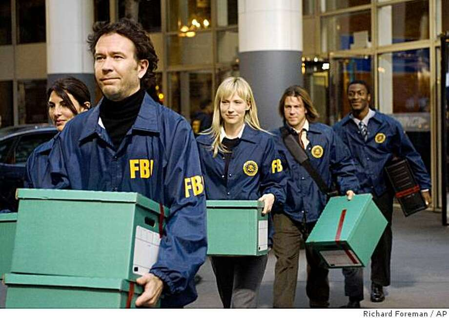 "In this image released by TNT, Timothy Hutton, foreground left, is shown in a scene with co-stars, from left, Gina Bellman, Beth Riesgraf, Christian Kane and Aldis Hodge, from the new TNT drama, ""Leverage,"" in which Hutton plays the leader of a motley crew of con artists and hackers who are crusading for truth and justice. Photo: Richard Foreman, AP"