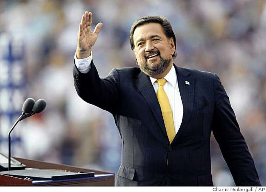 ** FILE **In this Thursday, Aug. 28, 2008, file photo, New Mexico Gov. Bill Richardson waves to the crowed as he gets ready to speak on the final day of the Democratic National Convention at Invesco Field in Denver. President-elect Barack Obama plans to name New Mexico Gov. Bill Richardson as his choice for commerce secretary on Wednesday, Dec. 3, 2008, adding another former campaign rival to his Cabinet, Democratic officials said. (AP Photo/Charlie Neibergall, File) Photo: Charlie Neibergall, AP