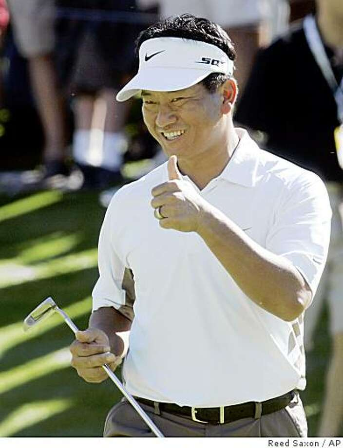 K.J. Choi reacts to making a four-foot birdie putt to halve the sixth hole on the first day of the Skins Game at the Indian Wells Golf Resort in Indian Wells, Calif., Saturday, Nov. 29, 2008. Photo: Reed Saxon, AP