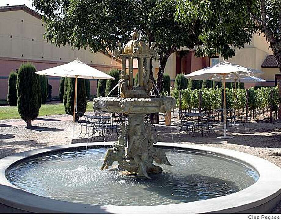 The fountain and picnic area at Clos Pegase Winery. Photo: Clos Pegase