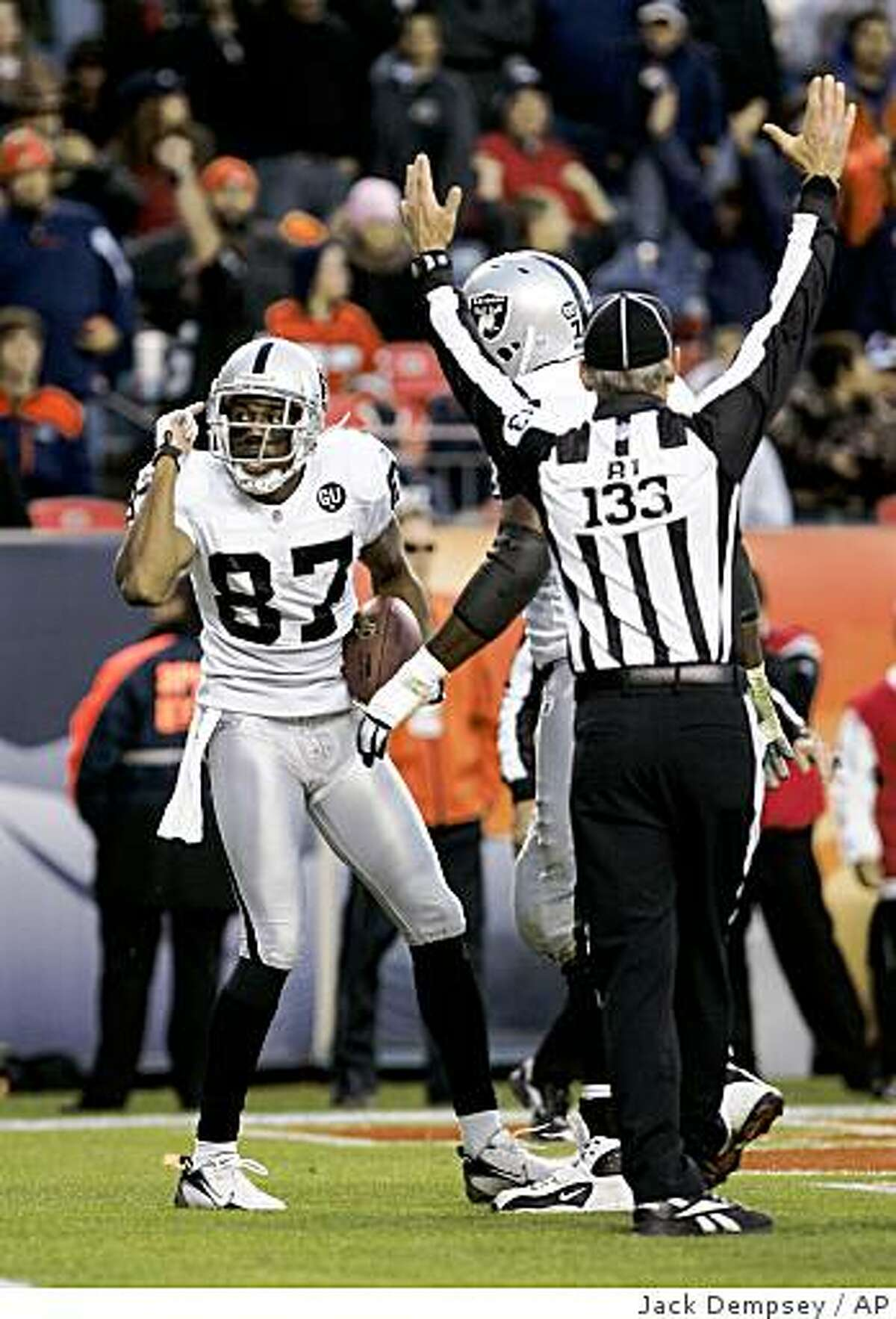 Oakland Raiders wide receiver Ashley Lelie (87) celebrates after catching a touchdown pass against Denver Broncos during the fourth quarter of an NFL football game in Denver, Sunday, Nov. 23, 2008. The Raiders beat the Broncos 31-10. (AP Photo/Jack Dempsey)
