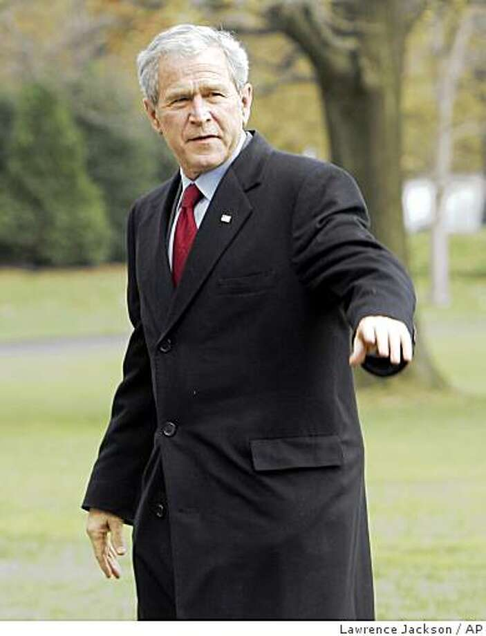 President George W. Bush waves upon his arrival on the South Lawn of the White House in Washington, Tuesday, Nov. 25, 2008. (AP Photo/Lawrence Jackson) Photo: Lawrence Jackson, AP