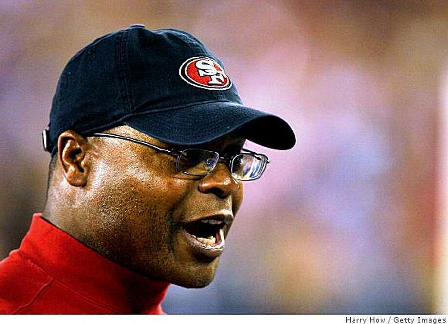 GLENDALE, AZ - NOVEMBER 10:  Head Coach Mike Singletary of the San Francisco 49ers reacts to his team after a touchdown against the Arizona Cardinals during the third quarter at University of Phoenix Stadium on November, 10 2008 in Glendale, Arizona.  (Photo by Harry How/Getty Images) Photo: Harry How, Getty Images