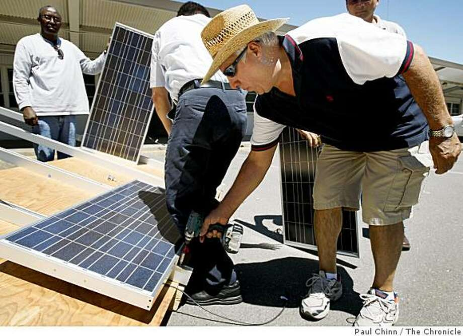 Javier Hernandez and other students in a solar photovoltaic systems instructional class assemble an array in San Jose, Calif., on Saturday, Aug. 2, 2008. Photo: Paul Chinn, The Chronicle
