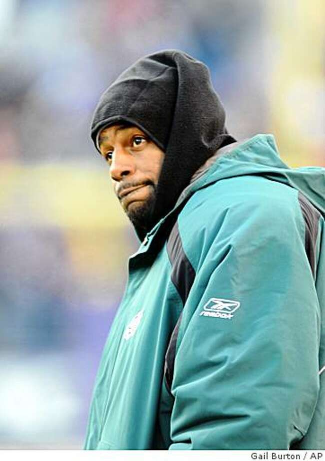 Philadelphia Eagles quarterback Donovan McNabb watches from the sideline during the second half of an NFL football game against the Baltimore Ravens on Sunday, Nov. 23, 2008 in Baltimore. McNabb was 8-for-18 for 59 yards with two interceptions and a fumble in the first half. Baltimore won 36-7. (AP Photo/Gail Burton) Photo: Gail Burton, AP