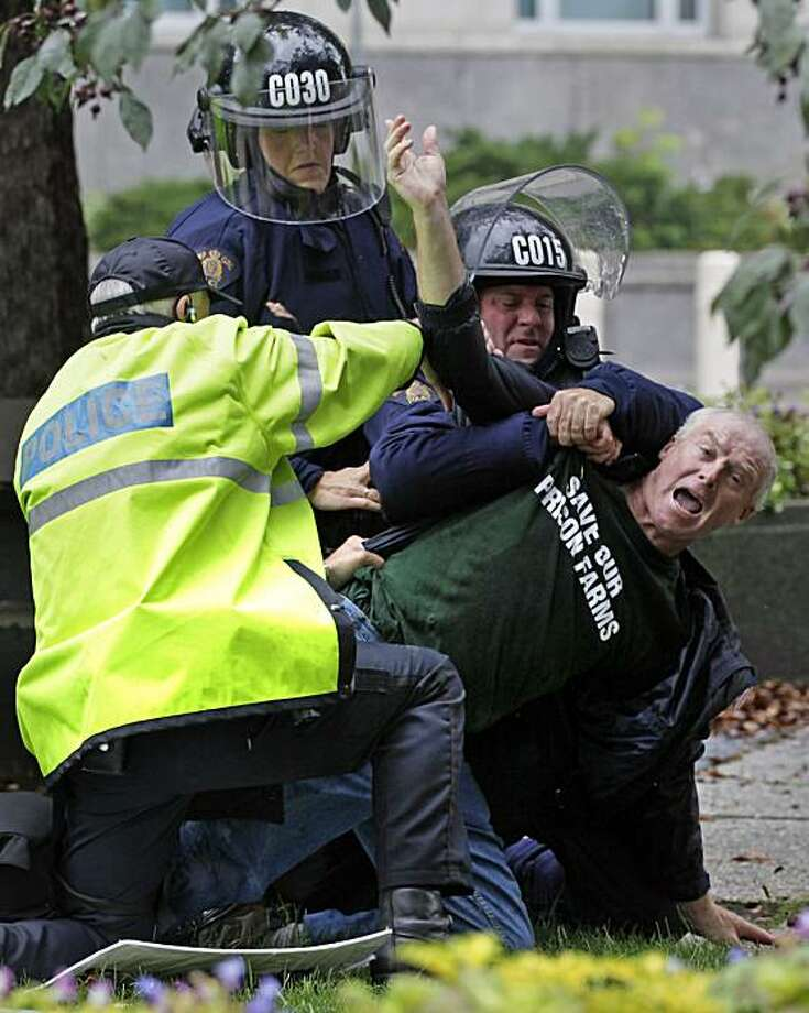 A man is restrained and arrested by police in front of the U.S. Consulate in Toronto during demonstrations in occasion of the G8 and G20 Summits, Saturday, June 26, 2010. Photo: Carolyn Kaster, AP