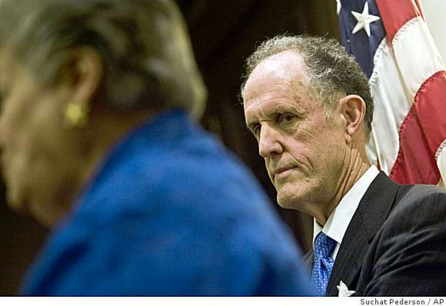 Ted Kaufman listens as Gov. Ruth Ann Minner appoints him to fill the Senate seat Joe Biden as he leaves for the vice presidency, in Wilmington, Del. Monday, Nov. 24, 2008. Kaufman, a former aide to Sen. Joe Biden, is president of a political and management consulting firm based in Wilmington. (AP Photo/Suchat Pederson, The News Journal) Photo: Suchat Pederson, AP