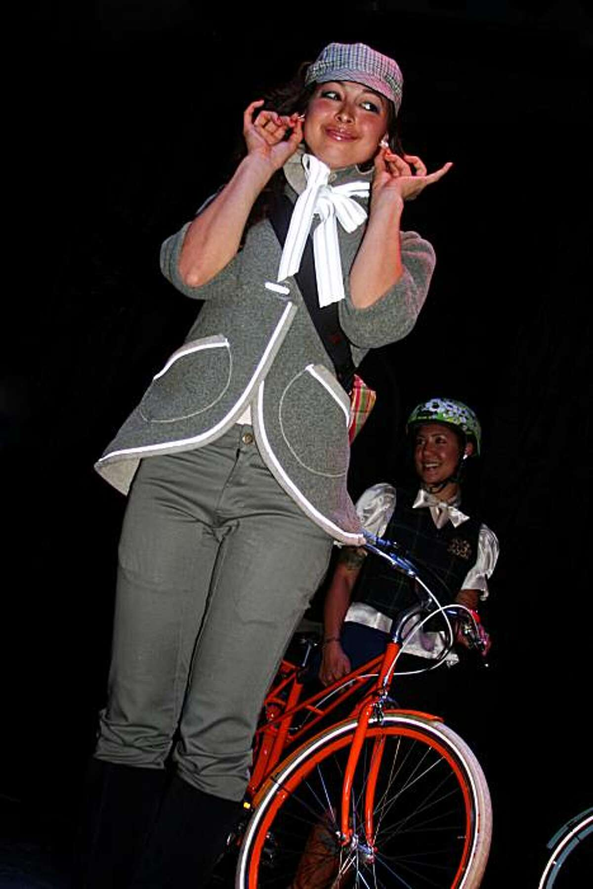 Hanan Alves-Hyde, racer/designer, was part of the Fashion Show. She wears Smarty Jones jacket, pedaler pants, Swrve hat and a Rickshaw Medium Zero bag custom made from Gwen Lutz's fabric.