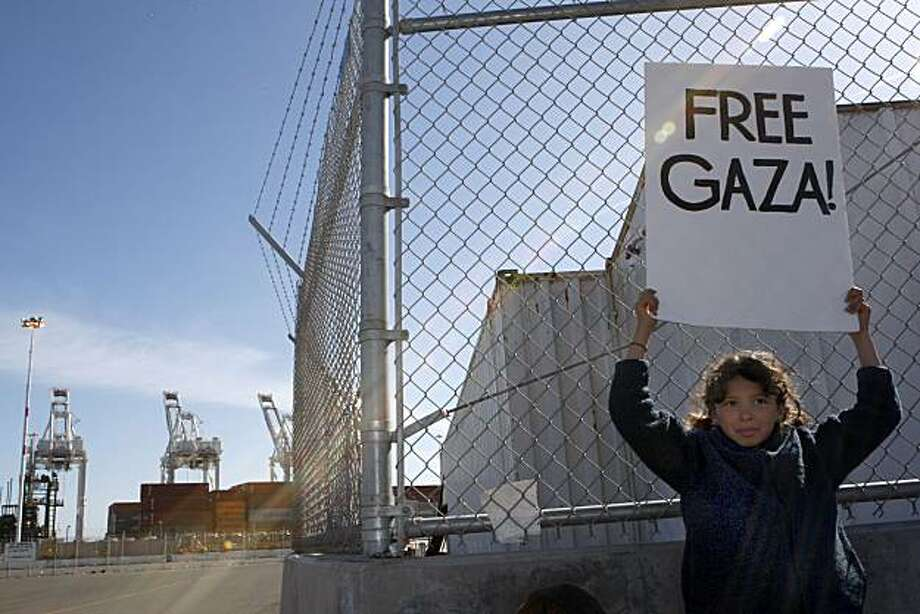 Aleta Ballinger-Dickerson, 9, of Davis raises her sign in protest against the Israeli Zim shipping line at the Port of Oakland on Sunday. Photo: John Sebastian Russo, The Chronicle
