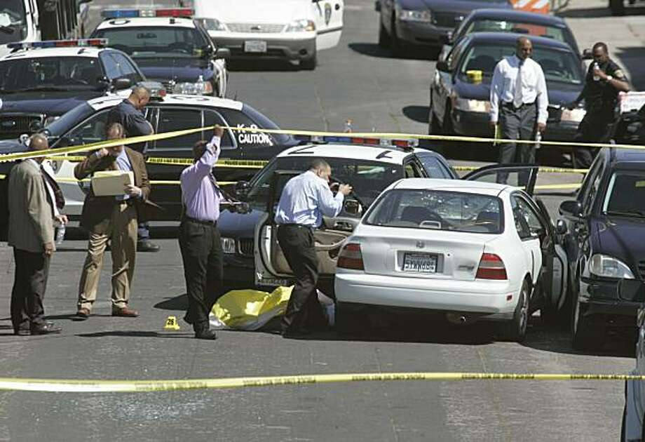 Oakland police shot and killed a suspect after a chase at 29th Avenue and East 7th Street in Oakland, Calif. on Saturday, April 26, 2008. Photo by Kat Wade / Special to the Chronicle Photo: Kat Wade