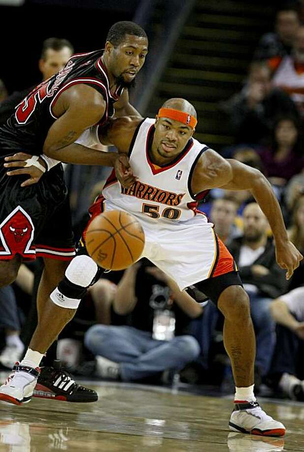 The Warriors' Corey Maggette and the Bulls' John Salmons wait for a pass to Maggette in the second half in Oakland on Monday. Photo: Brant Ward, The Chronicle
