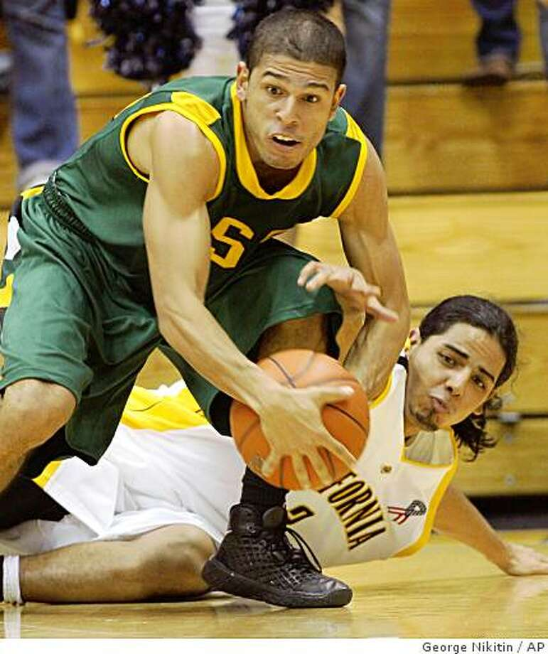 San Francisco's Manny Quezada, left, and California's Jorge Gutierrez struggle for the ball in the second half of an NCAA basketball game, Tuesday, Nov. 18, 2008 in Berkeley, Calif. California beat San Francisco 87-74. (AP Photo/George Nikitin) Photo: George Nikitin, AP