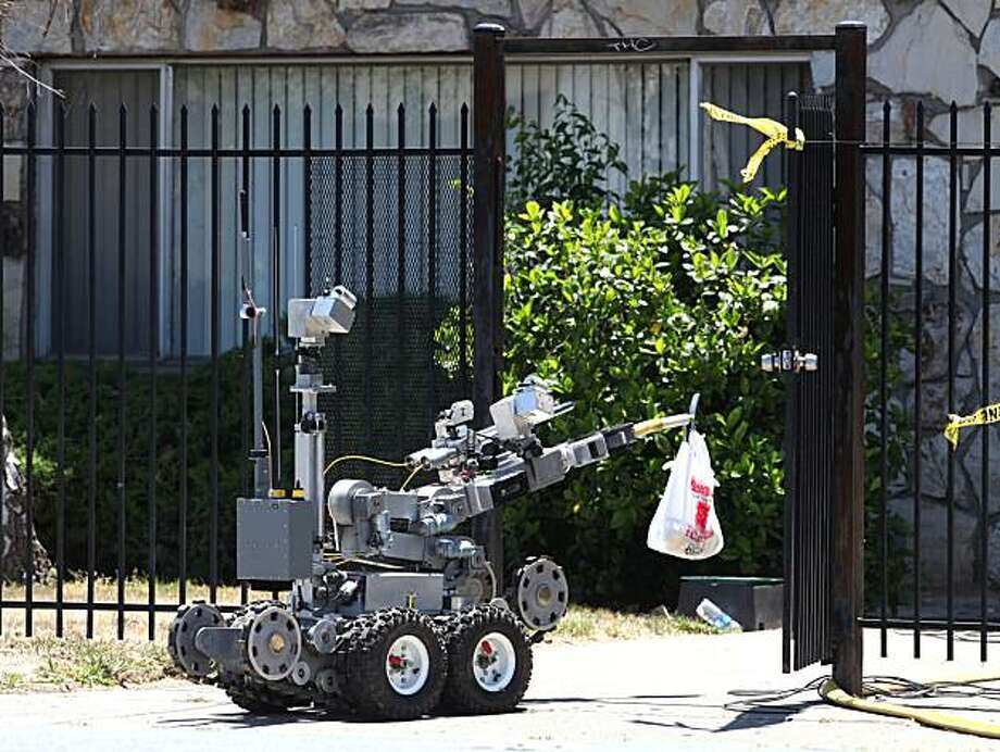 A law enforcement robot carries supplies for robbery suspect Anthony Alvarez and the 15-month-old boy that he has barricaded himself with at the Arden Towne Apartments in Sacramento, Calif., Friday, June 11, 2010. The standoff between law enforcement officers and Alvarez, 25, began Wednesday morning. Photo: Rich Pedroncelli, AP