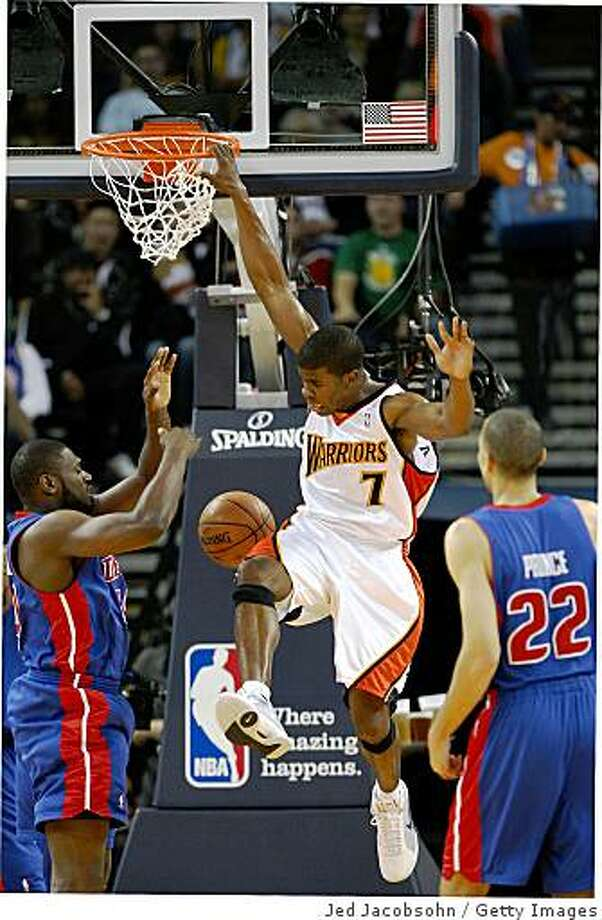 OAKLAND, CA - NOVEMBER 13:  Kelenna Azubuike #7 of the Golden State Warriors dunks over Jason Maxiel #54 of the Detroit Pistons during an NBA game on November 13, 2008 at Oracle Arena in Oakland, California. NOTE TO USER: User expressly acknowledges and agrees that, by downloading and or using this photograph, User is consenting to the terms and conditions of the Getty Images License Agreement.  (Photo by Jed Jacobsohn/Getty Images) Photo: Jed Jacobsohn, Getty Images