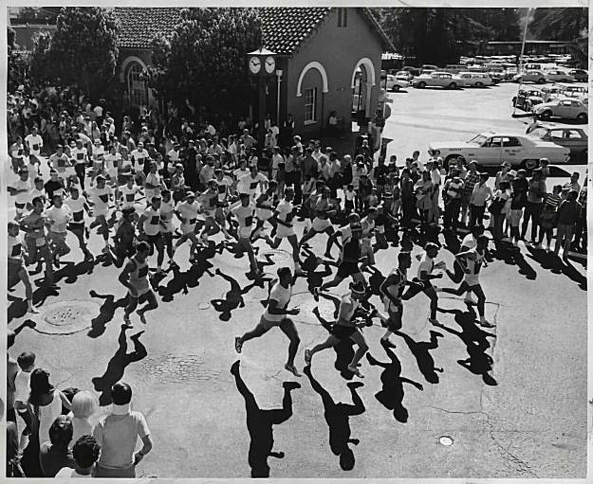 Participants at the start of the Dipsea Race in August 1971. Photo was taken: 08/10/1971.