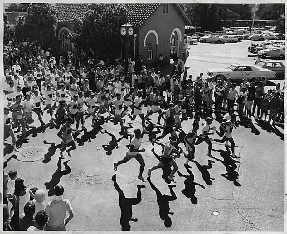 Participants start the Dipsea Race in August 1971.  Photo: William S. Young, SF Chronicle