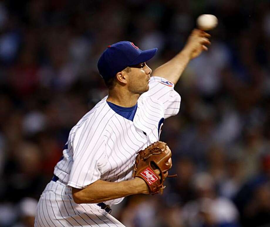 Chicago Cubs Ted Lilly pitches against the Chicago White Sox during the fifth inning at Wrigley Field in Chicago, Illinois, on Sunday, June 13, 2010. (Nuccio DiNuzzo/Chicago Tribune/MCT) Photo: Nuccio DiNuzzo, MCT