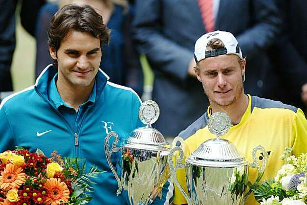 HALLE, GERMANY - JUNE 13:  Roger Federer (L) of Suisse and Lleyton Hewitt of Australia pose after their final match during the Gerry Weber Open at the Gerry Weber stadium on June 13, 2010 in Halle, Germany.  (Photo by Thomas Starke/Bongarts/Getty Images) Photo: Thomas Starke, Bongarts/Getty Images