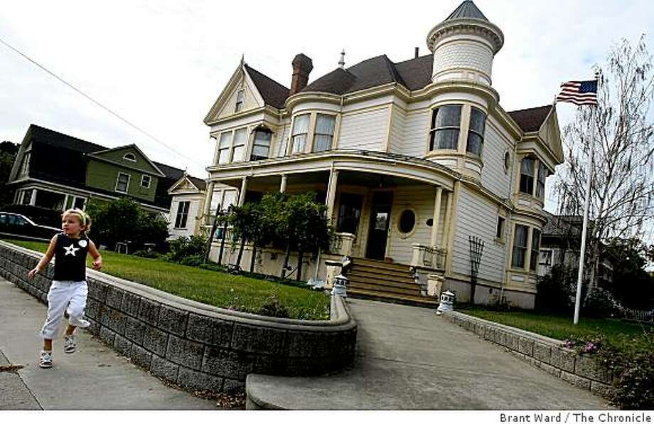 This Queen Anne style home was built in 1898. Petaluma, in southern Sonoma County, boasts an impressive westside area with Victorian homes, a lively downtown and the Petaluma river. Photographed on Veteran's Day Tuesday November 11, 2008. Photo: Brant Ward, The Chronicle