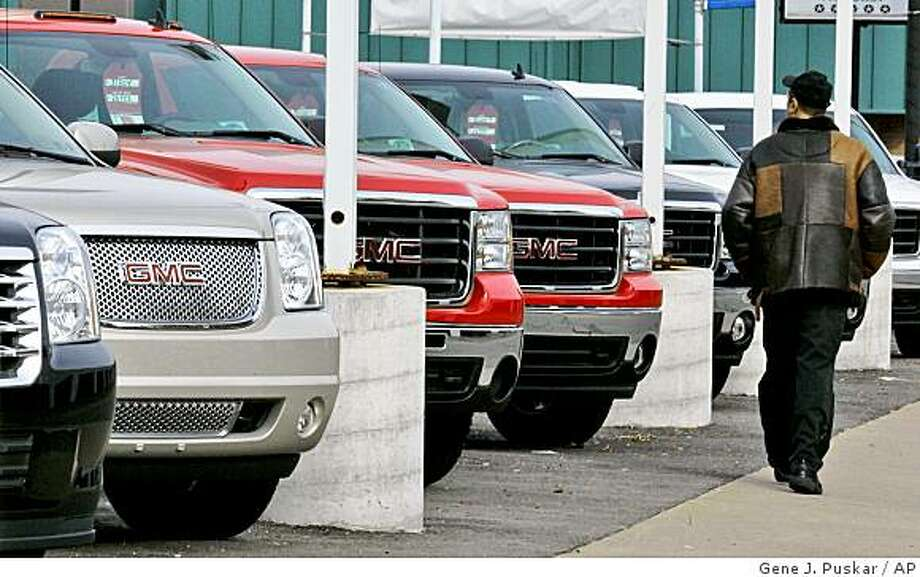 A lot of GMC SUV's on sale at a dealership in Dormont, Pa., Tuesday, Nov. 11, 2008. Shares of General Motors Corp. plunged to their lowest price since the days of World War II as investors continued to dump their shares amid panic that the automaker could be in danger of collapse and that its shares could soon be worth nothing. (AP Photo/Gene J. Puskar) Photo: Gene J. Puskar, AP