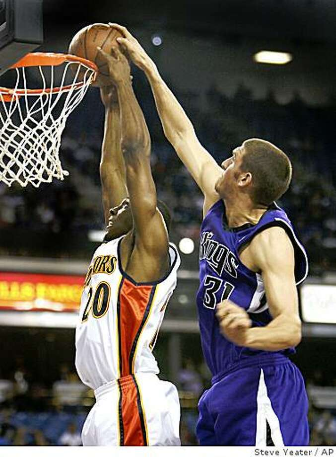 Sacramento Kings center Spencer Hawes (31) blocks a shot by Golden State Warriors guard DeMarcus Nelson (20) during the first half of an NBA basketball game in Sacramento, Calif., Sunday, Nov. 9, 2008. (AP Photo/Steve Yeater) Photo: Steve Yeater, AP