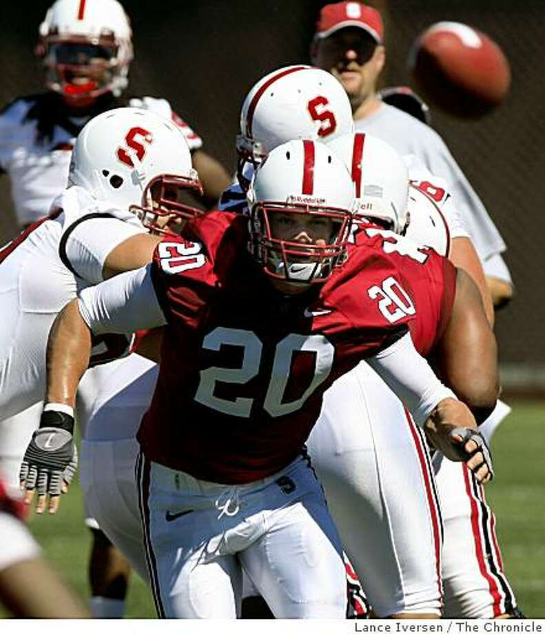 Stanford's Linebacker Clinton Snyder follows the flight of the ball during a team scrimmage at Stanford football training camp in Palo Alto on Saturday, August. 2, 2008. Photo by Lance Iversen / The Chronicle Photo: Lance Iversen, The Chronicle