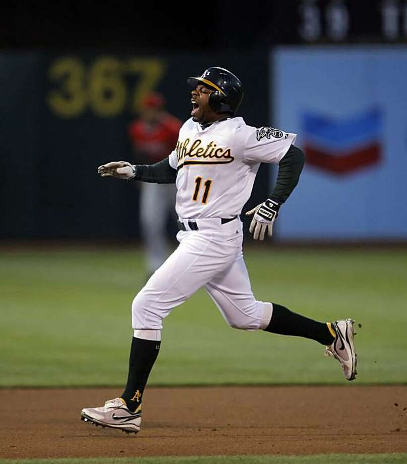 Rajai Davis grimaces in pain as he runs between second and third on a triple in the bottom of the fifth inning. The Oakland Athletics played the Los Angeles Angeles of Anaheim on Monday, June 7, 2010, at the Oakland-Alameda County Coliseum in Oakland, Calif. Photo: Carlos Avila Gonzalez, The Chronicle