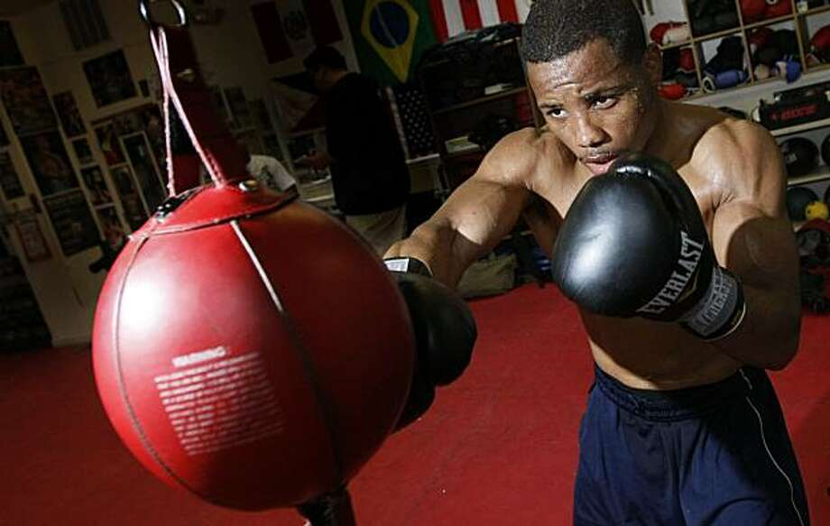 Karim Mayfield works out on the bag Thursday June 3, 2010. Mayfield a San Francisco welterweight is preparing at SFC Straight Forward Boxing Club in San Francisco, for his upcoming fight with Sergio De La Torre June 12 at Kezar Pavilion. Photo: Lance Iversen, The Chronicle