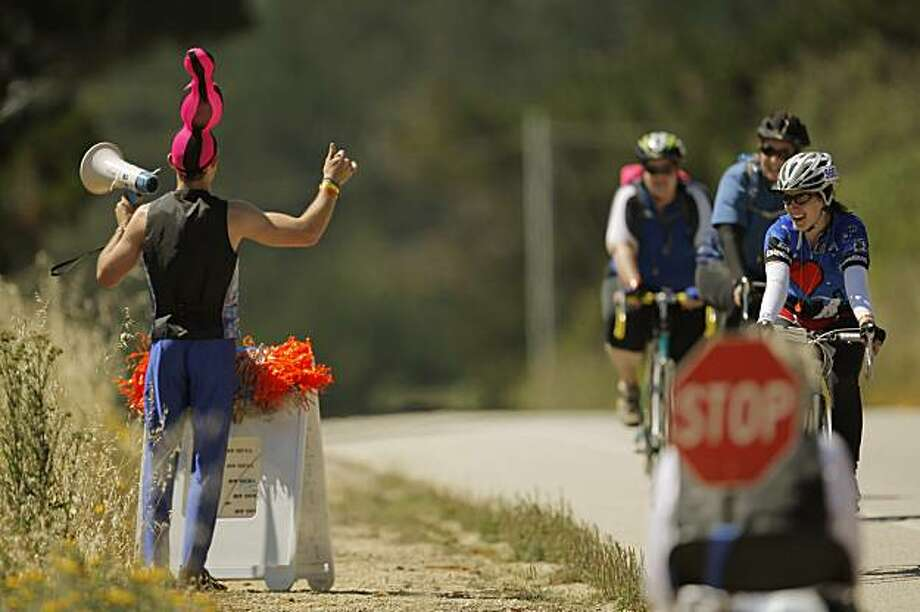Brett Hamby of Pacifica cheers on riders as they arrive at Rest Stop 3 near Half Moon Bay on the first day of the AIDS/Lifecycle ride on Sunday. Photo: Carlos Avila Gonzalez, The Chronicle