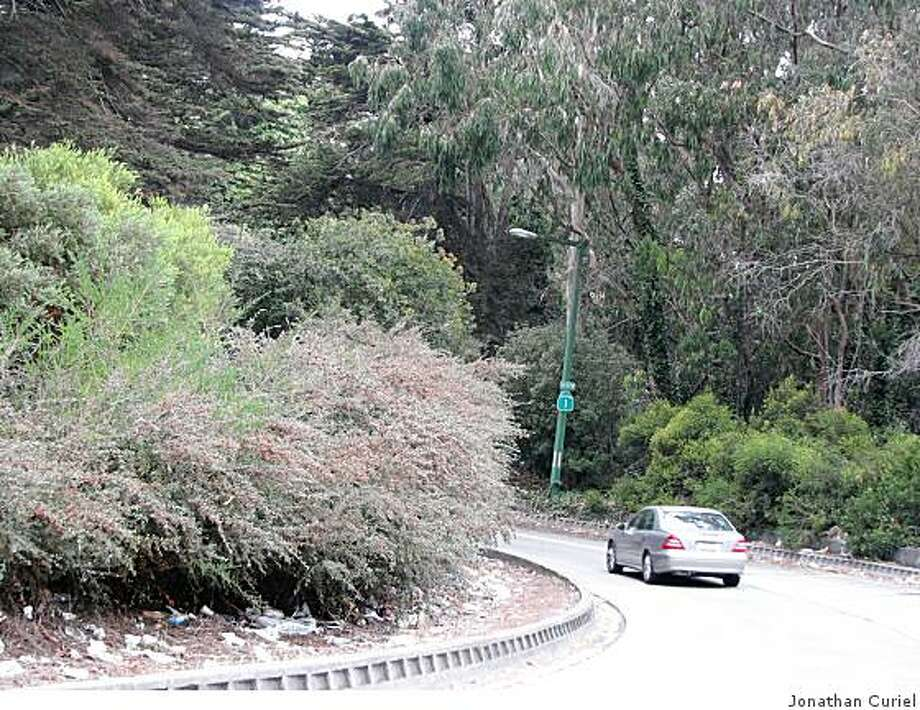 the turnoff from doyle drive, as cars head south to 19th avenue in s.f. Photo: Jonathan Curiel