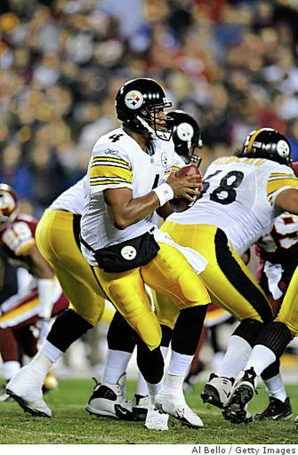 WASHINGTON - NOVEMBER 03:  Byron Leftwich #4 of the Pittsburgh Steelers drops back to pass against The Washington Redskins during their game on November 3, 2008 at Fedex Field in Washington, DC.  (Photo by Al Bello/Getty Images) Photo: Al Bello, Getty Images