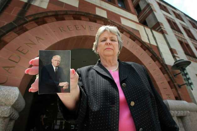 Suzanne Hildebrand holds of photo of her husband, Ray Hildebrand, Thursday, May 22, 2008, who had a stroke April 16 and collapsed while at work at the Bexar County Courthouse. Photo: GLORIA FERNIZ, SAN ANTONIO EXPRESS-NEWS / gferniz@express-news.net