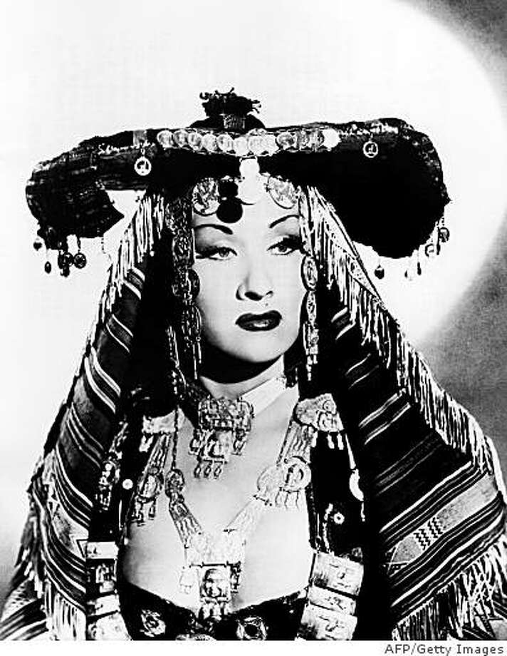 (FILES) A photo dated from April 1952 shows Peruvian soprano singer Yma Sumac in London where she performed at the Albert Hall. Sumac died at 86 on November 2, 2008, in Los-Angeles (California) where she lived six decades, her official website announced on November 3.  (Photo credit should read -/AFP/Getty Images) Photo: -, AFP/Getty Images