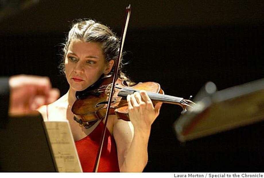 Violinist Carla Kihlstedt plays composer Jorge Liderman's piece Furthermore during it's world premiere at the Yerba Buena Center for the Arts Forum on Monday night.  (Laura Morton/Special to the Chronicle) Photo: Laura Morton, Special To The Chronicle