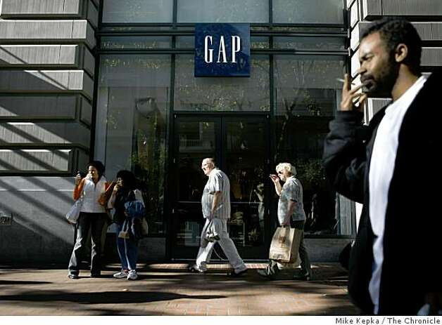 Shoppers and tourists walk past the Gap store at Powell and Market Streets on Thursday Nov. 6, 2008 in San Francisco, Calif. Octobers has been a below average month for retail. Photo: Mike Kepka, The Chronicle