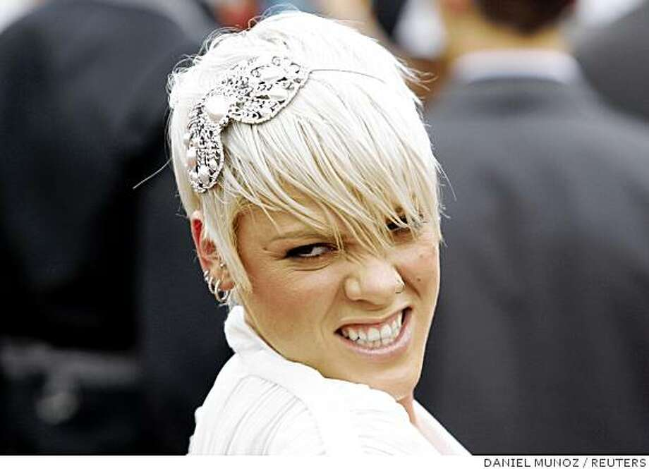 Singer Pink poses for photographers as she arrives at the 22nd annual Australian Recording Industry Association (ARIA) Awards in Sydney, October 19, 2008. Photo: DANIEL MUNOZ, REUTERS