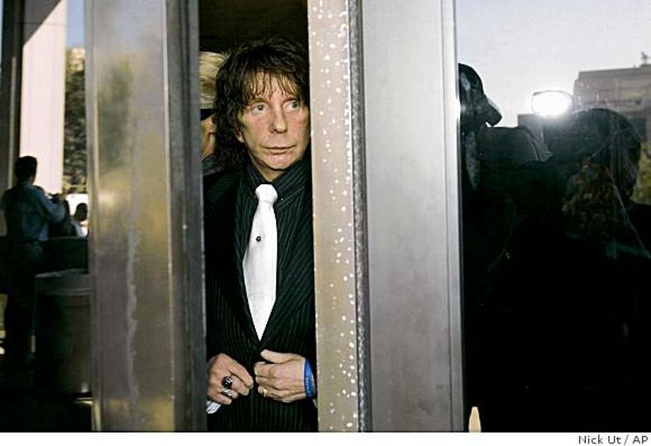 Music producer Phil Spector leaves the Los Angeles Country Superior Court Wednesday, Oct. 29, 2008, for a lunch break during his murder retrial. Spector is accused of killing actress Lana Clarkson at his home in 2003. (AP Photo/Nick Ut) Photo: Nick Ut, AP
