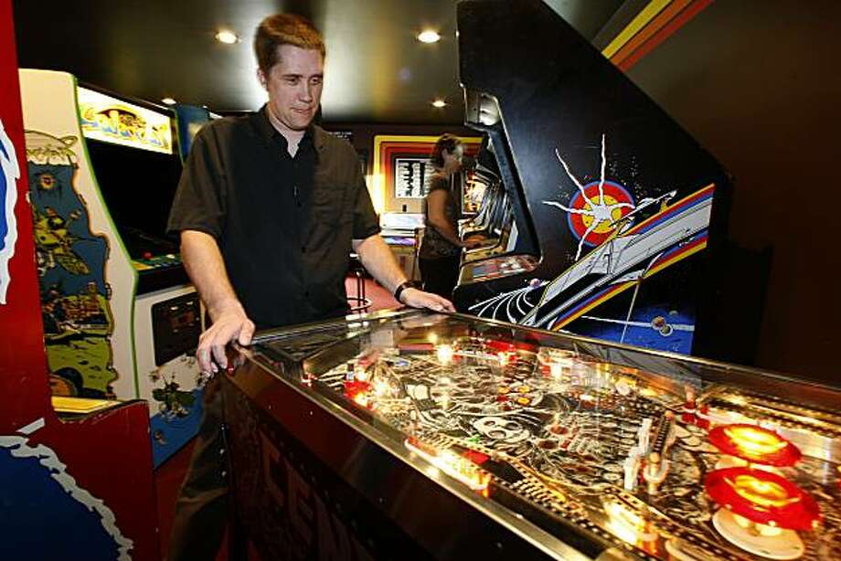 Brett Pulliam and his wife Danielle Pulliam playing in the arcade of their remodeled home in El Cerrito, Ca., on Friday, March 19, 2010. Photo: Liz Hafalia, The Chronicle