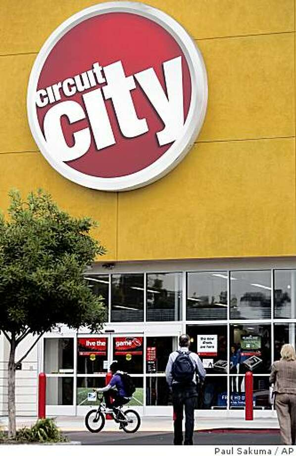 **FILE** In this Sept. 29, 2008 file photo, of the exterior of Circuit City store in East Palo Alto, Calif. Circuit City Stores Inc., the Richmond, Va.-based company said Monday, Nov. 3, 2008, it will shutter 155 of its more than 700 stores in 12 markets by Dec. 31, laying off thousands of employees. (AP Photo/Paul Sakuma, file) Photo: Paul Sakuma, AP