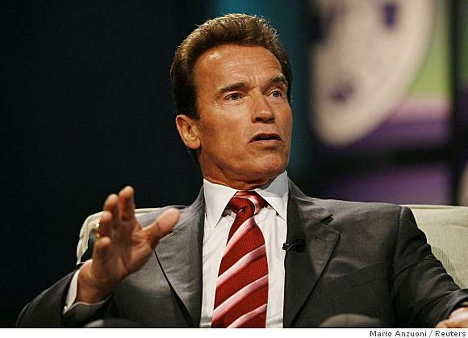 California Governor Arnold Schwarzenegger takes part in a conversation on leadership and the economy at The Women's Conference 2008 in Long Beach, California October 22, 2008. The conference, hosted by California's First Lady Maria Shriver, has some 14,000 women in attendance. REUTERS/Mario Anzuoni  (UNITED STATES) Photo: Mario Anzuoni, Reuters