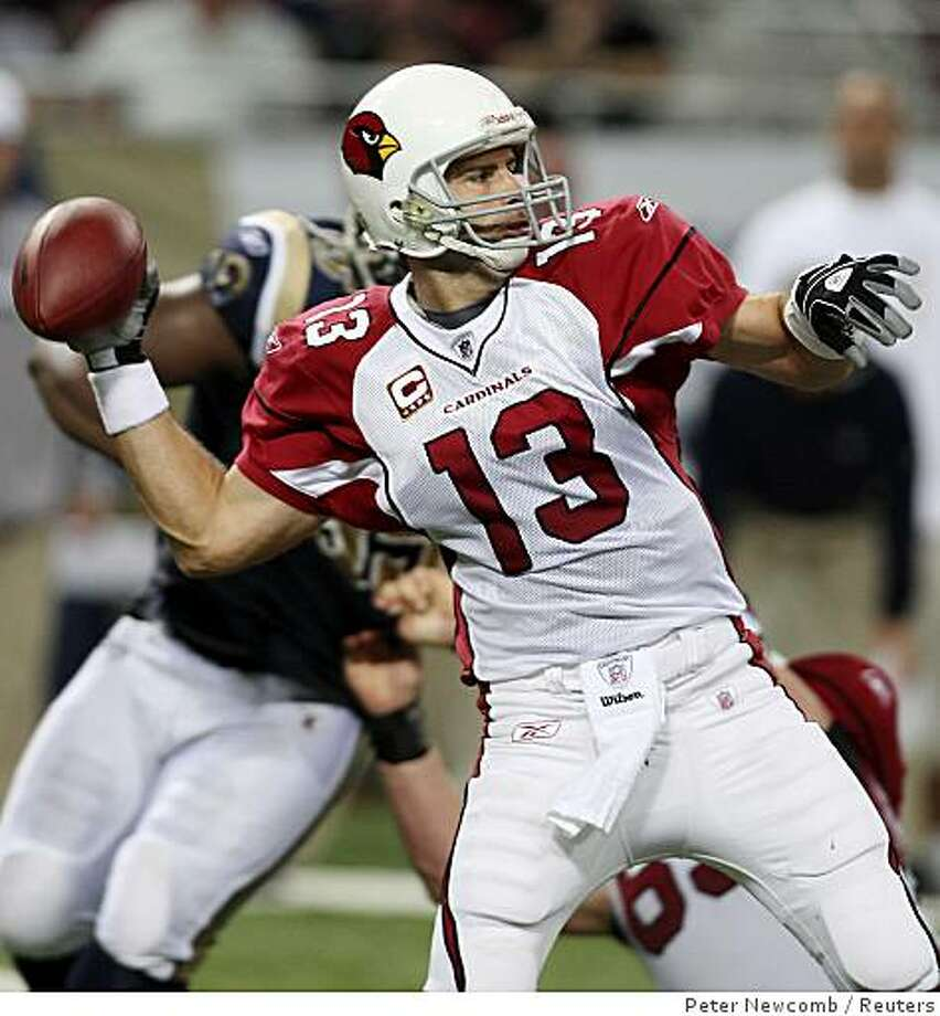 Arizona Cardinals quarterback Kurt Warner throws a pass against St. Louis Rams during the second quarter of their NFL football game in St. Louis, Missouri November 2, 2008. REUTERS/Peter Newcomb (UNITED STATES) Photo: Peter Newcomb, Reuters