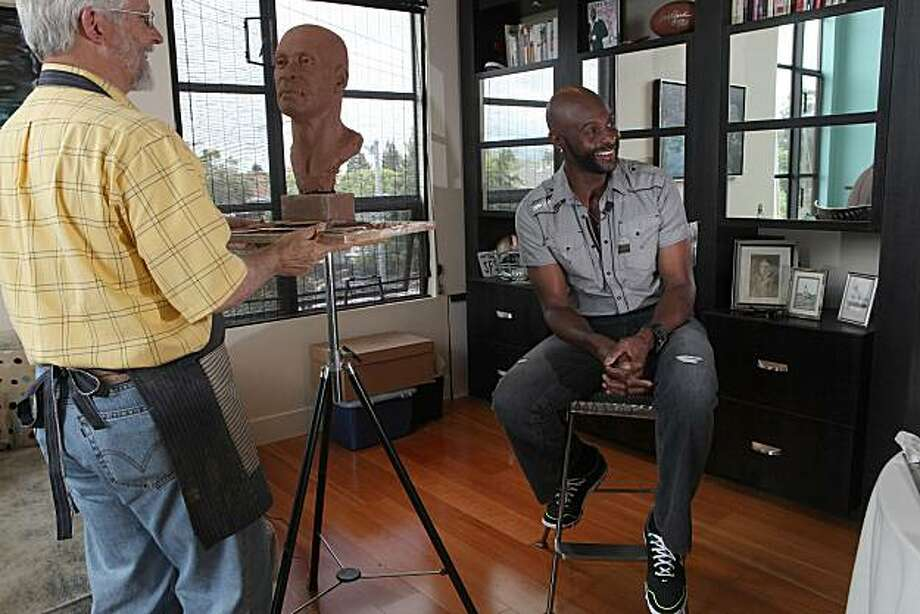 Jerry Rice posing for his Hall of Fame bust as sculptor Blair Buswell works on it in Campbell, Calif., on Thursday, May 27, 2010. Photo: Liz Hafalia, The Chronicle