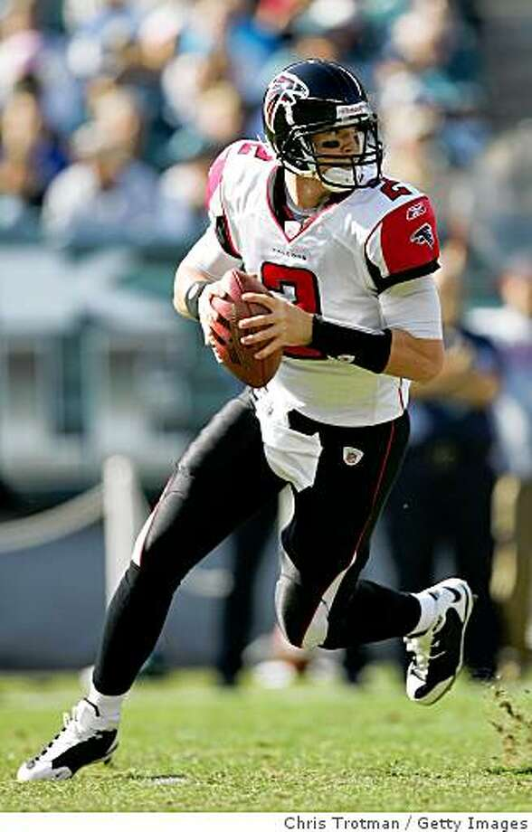 PHILADELPHIA - OCTOBER 26: Quarterback Matt Ryan #2 of the Atlanta Falcons prepares to throw the ball during the game against the Philadelphia Eagles on October 26, 2008 at Lincoln Financial Field in Philadelphia, Pennsylvania.The Eagles defeated the Falcons 27-14.  (Photo by Chris Trotman/Getty Images) Photo: Chris Trotman, Getty Images