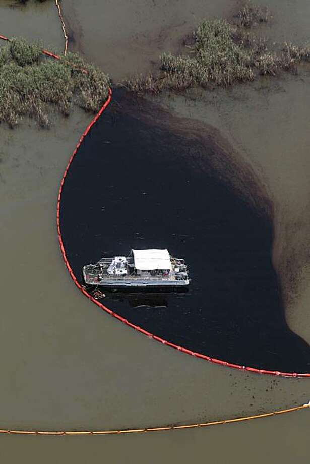 ** ALTERNATE CROP OF LAJH105 ** Workers clean up oil from the Deepwater Horizon oil spill in Pass a Loutre, La., Friday, May 28, 2010. Photo: Jae C. Hong, AP
