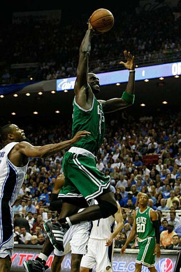 ORLANDO, FL - MAY 18:  Kevin Garnett #5 of the Boston Celtics drives for a dunk against the Orlando Magic in Game Two of the Eastern Conference Finals during the 2010 NBA Playoffs at Amway Arena on May 18, 2010 in Orlando, Florida. Photo: Doug Benc, Getty Images