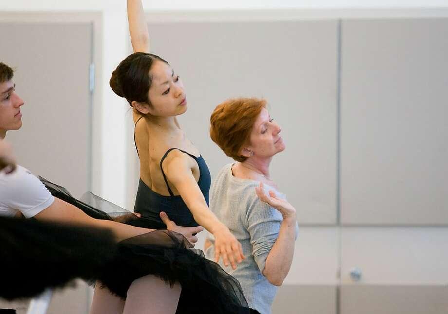 Lola de Avila working with students of San Francisco Ballet School. (? Chris Hardy) Photo: Chris Hardy