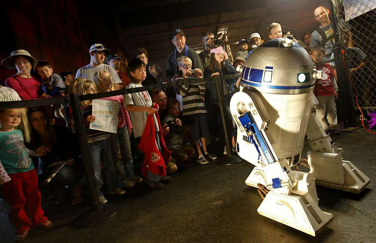 R2-D2 shows a mostly young audience his better side during a display designed by Astromech.net, the official website of the R2-D2 builders. The annual Maker Faire offered a spectacle of ingenious inventions and gadgets Sunday at the San Mateo County Event Center.