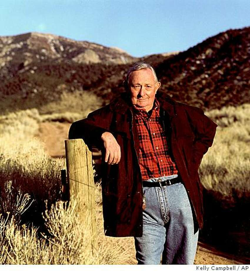 ** This is an undated file photo provided by  HarperCollins  of author Tony Hillerman.  Hillerman, author of the acclaimed Navajo Tribal Police mystery novels, died Sunday, Oct. 26, 2008, of pulmonary failure.  (AP Photo/HarperCollins/Kelly Campbell/FILE) Photo: Kelly Campbell, AP