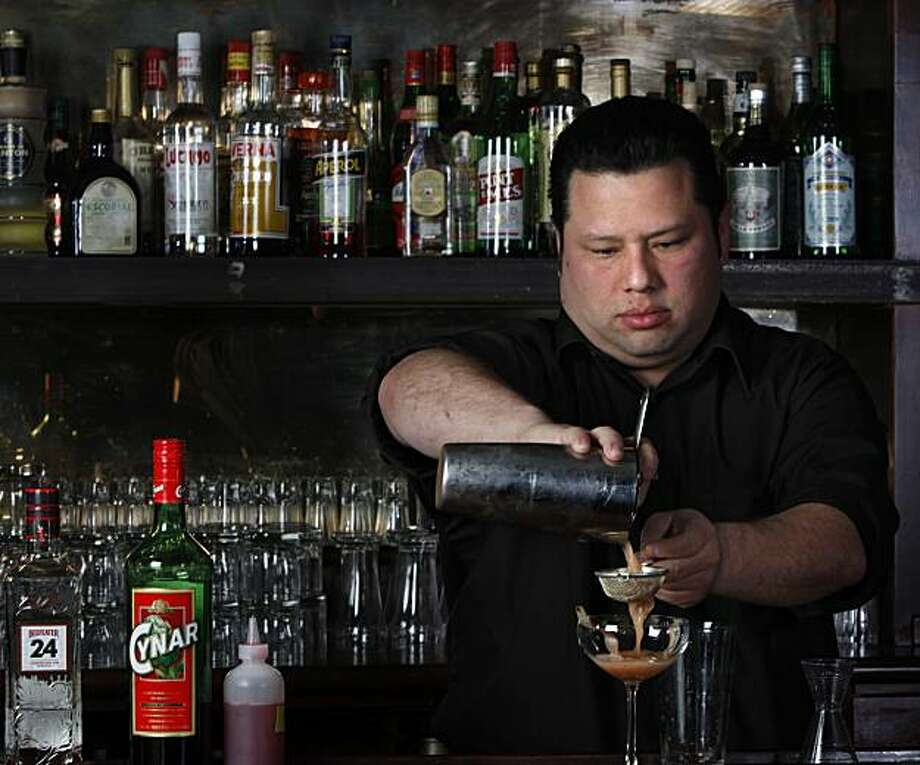 "Jose Zepeda of RN74 mixes a ""Chardon"" at 15 Romolo in San Francisco, Calif. on Tuesday May 11, 2010. Photo: Lea Suzuki, The Chronicle"