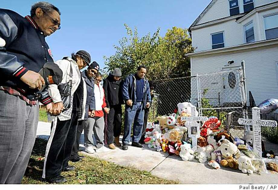 A group led by community activist Andrew Holmes right, pray at a makeshift memorial outside the home belonging to the family of Oscar-winning actress Jennifer Hudson in Chicago, Sunday, Oct. 26, 2008. Hudson's mother Darnell Donerson and brother Jason Hudson were found dead. (AP Photo/Paul Beaty) Photo: Paul Beaty, AP